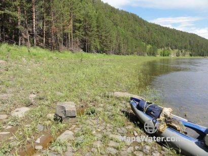 Сосновый лес, пологий берег на Уде
