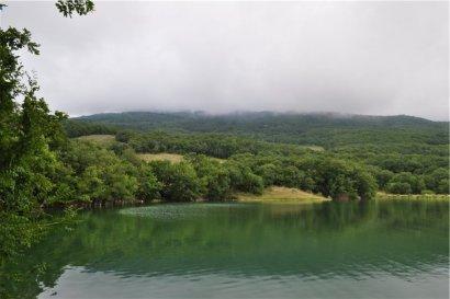 Озеро в Краснокамянке на территории большой Ялты